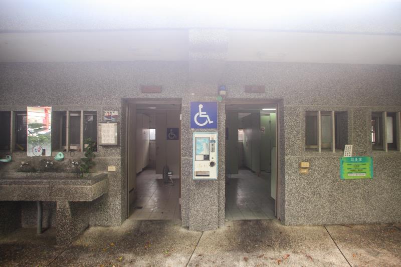 室外無障礙廁所外觀