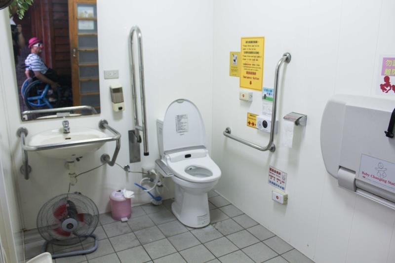 婦幼廁所內部