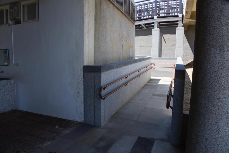 入口無障礙斜坡
