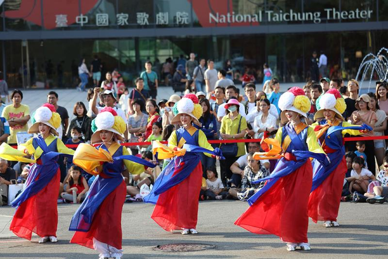 韓國A UL表演傳統舞蹈  年度:2019  來源:臺中市政府