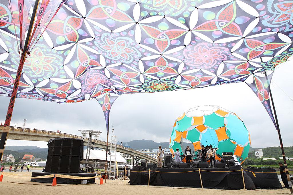 自由台由藝術家設計打造天幕裝置藝術  年度:2019  來源:新北市政府觀光旅遊局