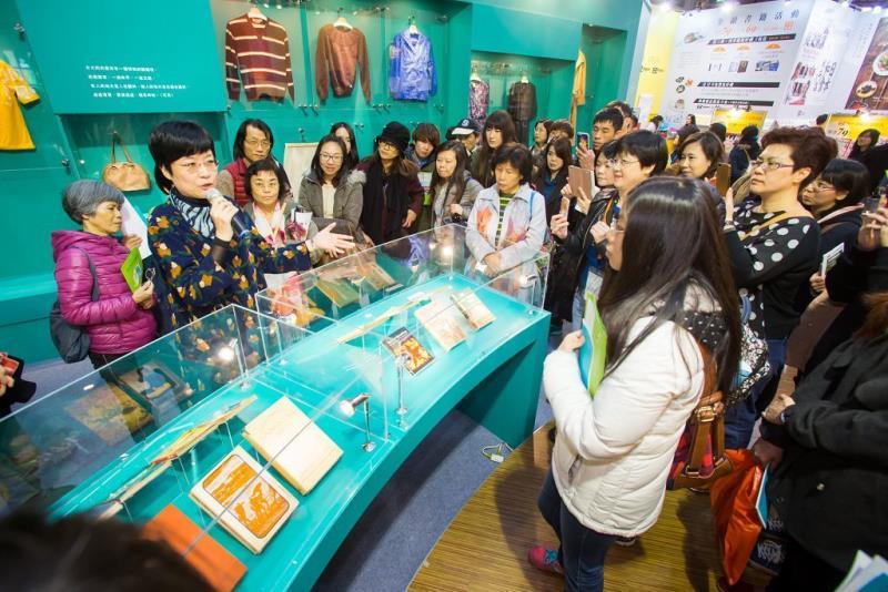 「張愛玲特展」策展人張曼娟現場導覽  年度:2016