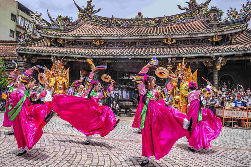 東方藝術團結合韓國舞蹈,呈現多元風格的面貌  年度:2018  作者:陳紫晴  來源:台北保安宮