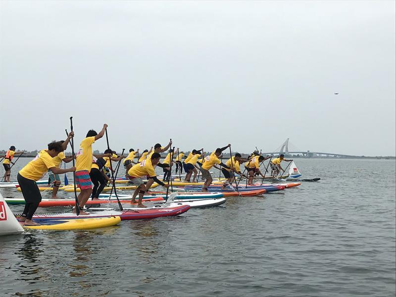 大鵬灣平靜水域非常適合立式划槳繞標競速賽  年度:2018  來源:大鵬灣國家風景區管理處