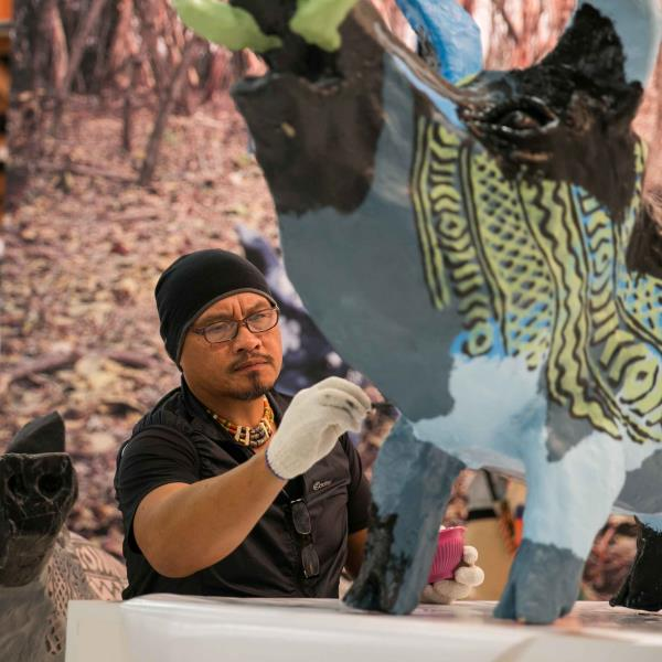 ART TAIPEI 2015 藝術家現場創作(TICA 原住民當代藝術家巴豪嵐‧吉嵐的台灣山豬形體