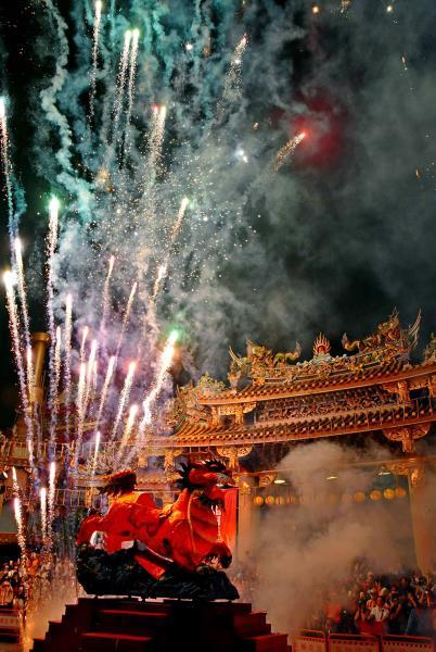 Fire Lion Fireworks Show  Período annual:2018  Fotografías:WANG,GUO-LIANG  Origen de las fotografías:Taipei Baoan Temple
