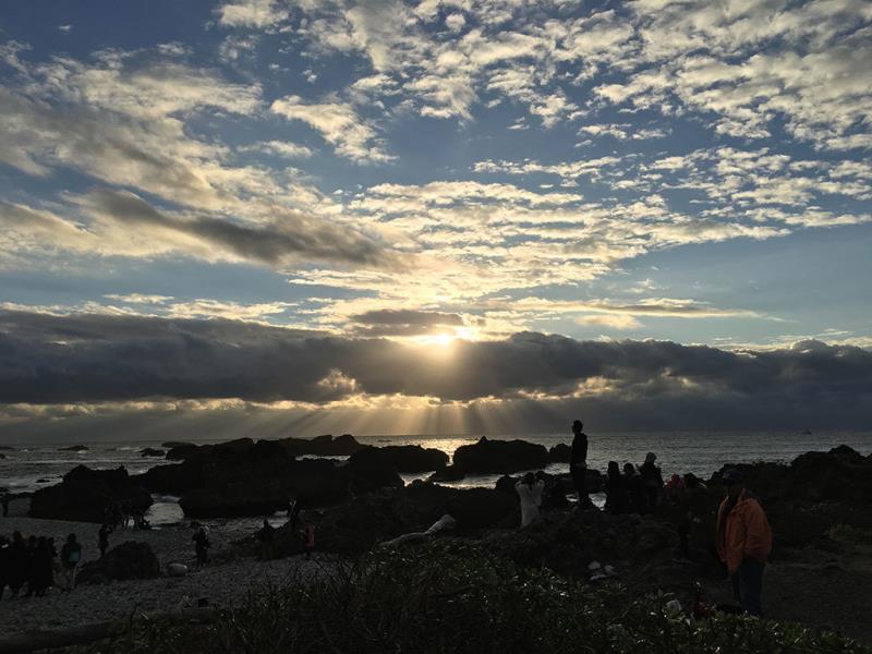 民眾一同迎接第一道曙光  年度:2018  來源:東部海岸國家風景區