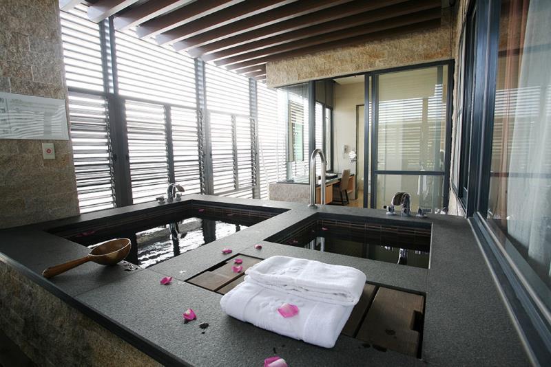 Private Bathhouse at Guguan  Origen de las fotografías:Tri-Mountain National Scenic Area Administration