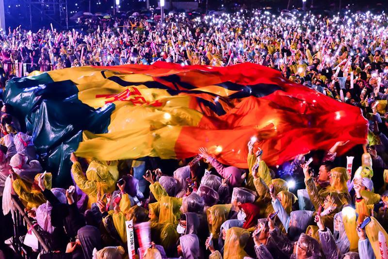 臺北最HIGH新年城-跨年晚會吸引數十萬民眾於市民廣場同歡  年度:2018  作者:高讚賢  來源:臺北市政府觀光傳播局