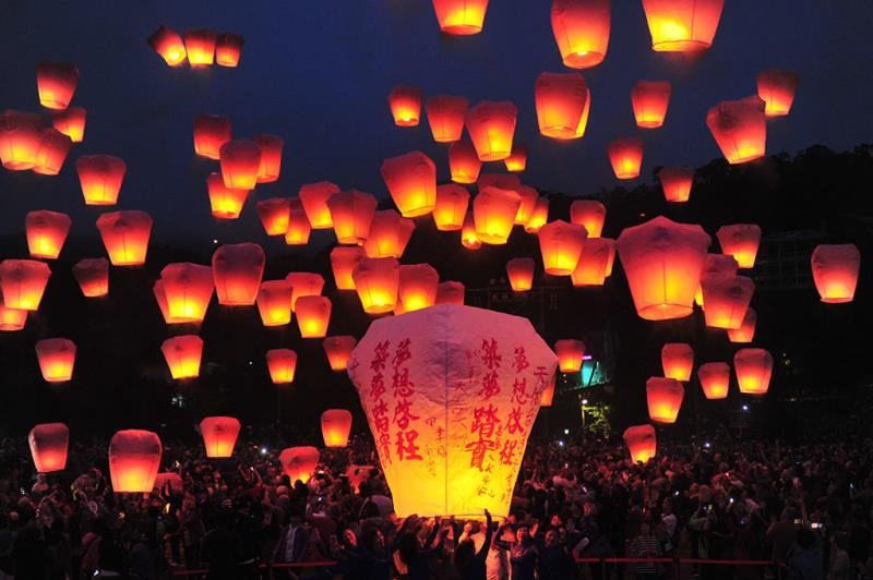 Lanterns go up to the sky