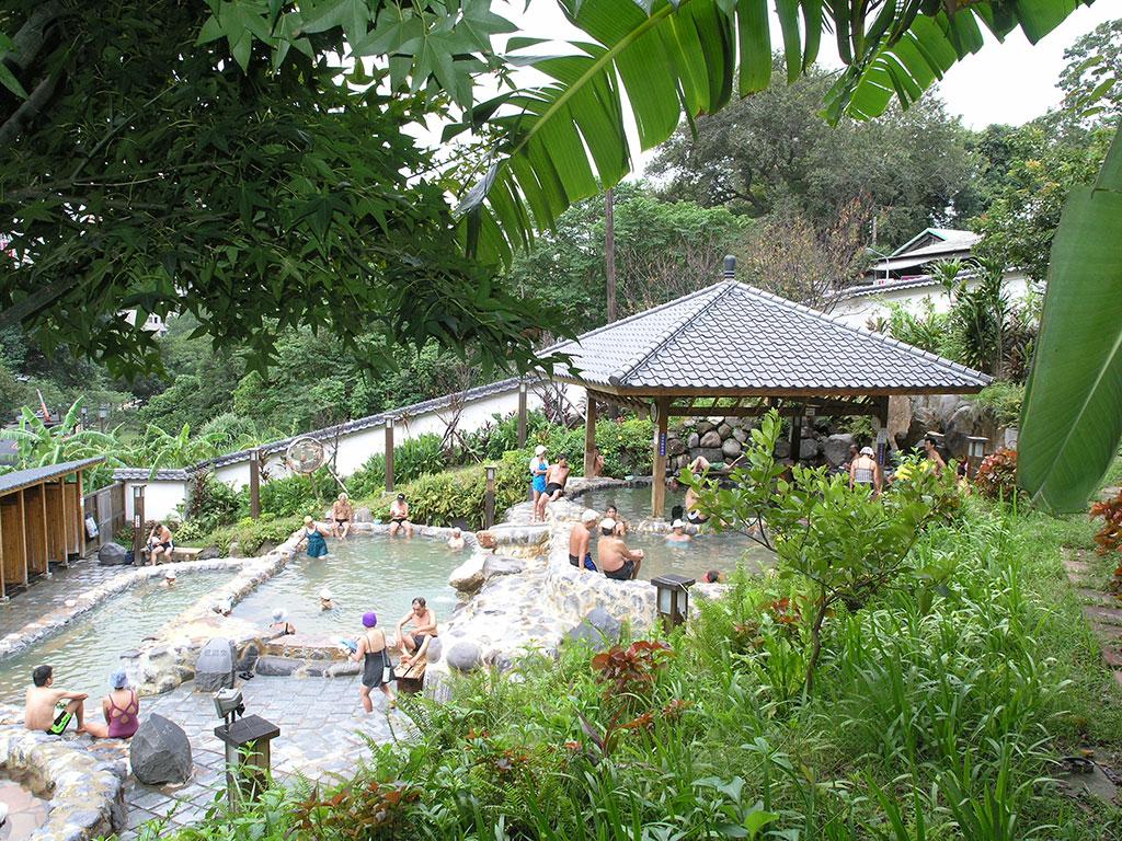 享受天然的露天溫泉浴池讓人們完全消除疲憊的身心  來源:臺北市政府觀光傳播局