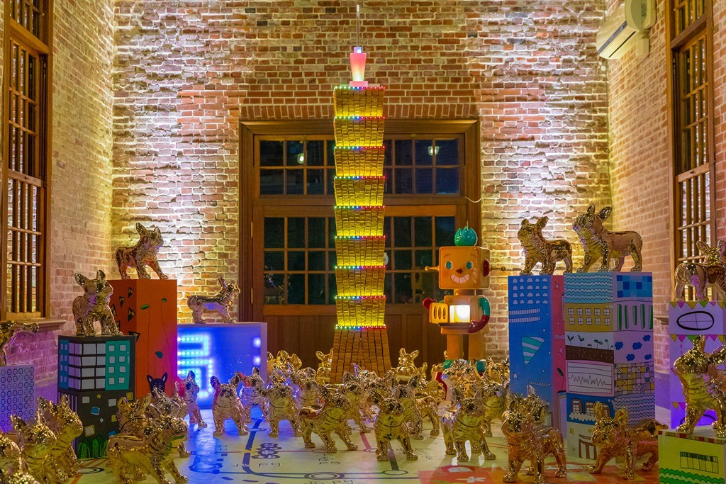 西本願寺燈區-金色狗來旺  年度:2018  作者:潘俊霖
