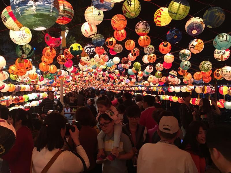 彩繪燈海星光大道  年度:2018  來源:高雄市政府觀光局