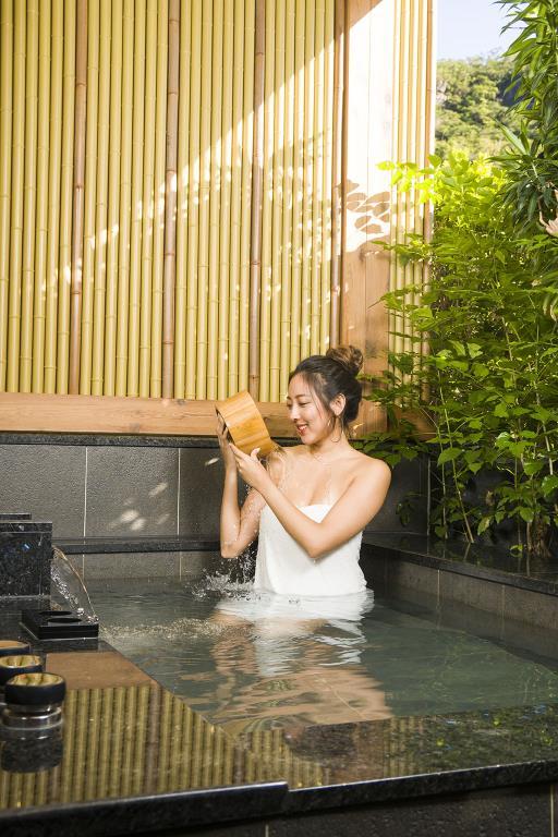 北投天然溫泉的泉質促進美容養顏和身體健康  年度:2018  來源:臺北市政府觀光傳播局