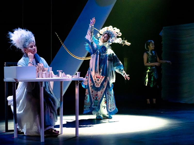 ChiChiao Musical Theatre x Taiwan Bangzi Opera Company《Existential Feelings》  Período annual:2019  Fotografías:YAN,HAN-ZHENG; LIN,SHANG-YU  Origen de las fotografías:Ministry of Culture