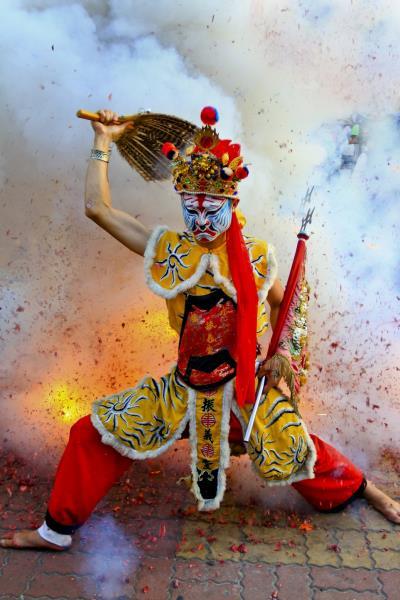 傳統宗教民俗色彩濃厚的陣頭,為鹽水蜂炮之慶典活動揭開序幕  年度:2012