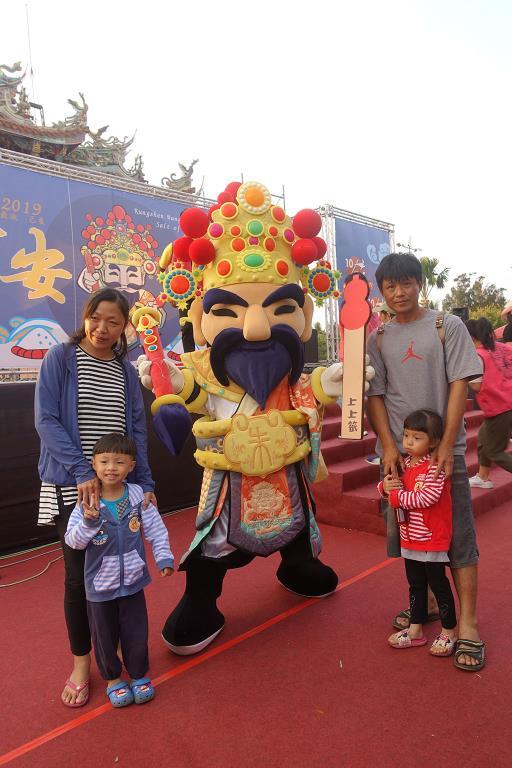 朱府王爺神偶與粉絲合照  年度:2019  來源:雲嘉南濱海國家風景區管理處