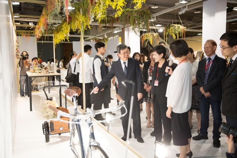陳副總統與鄭部長參觀華山展區  年度:2017