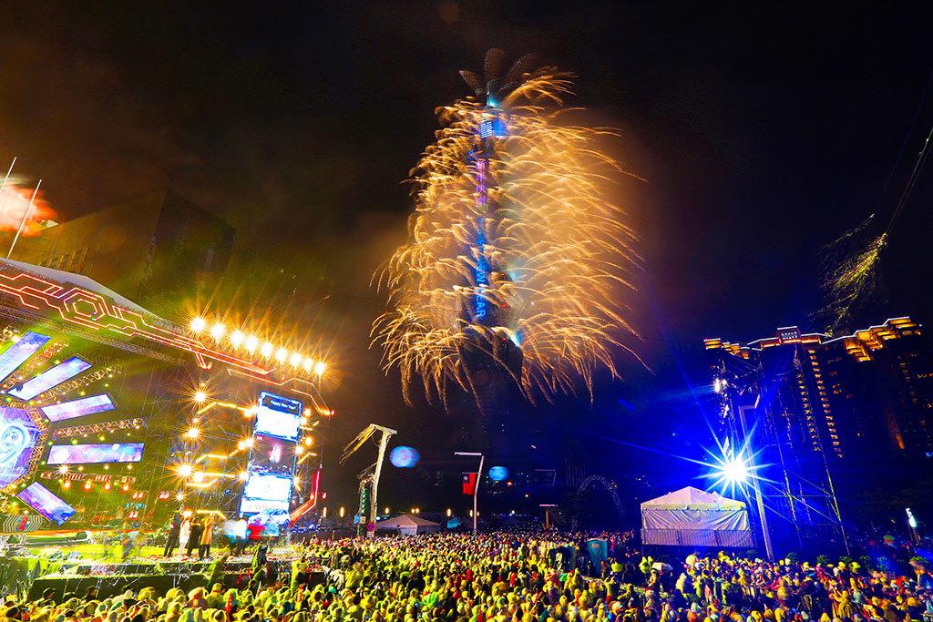 臺北最HIGH新年城-跨年晚會除精彩的晚會內容外,並結合臺北101新年大秀,與數十萬觀眾一同倒數,迎接新的一年  年度:2018  作者:高讚賢  來源:臺北市政府觀光傳播局