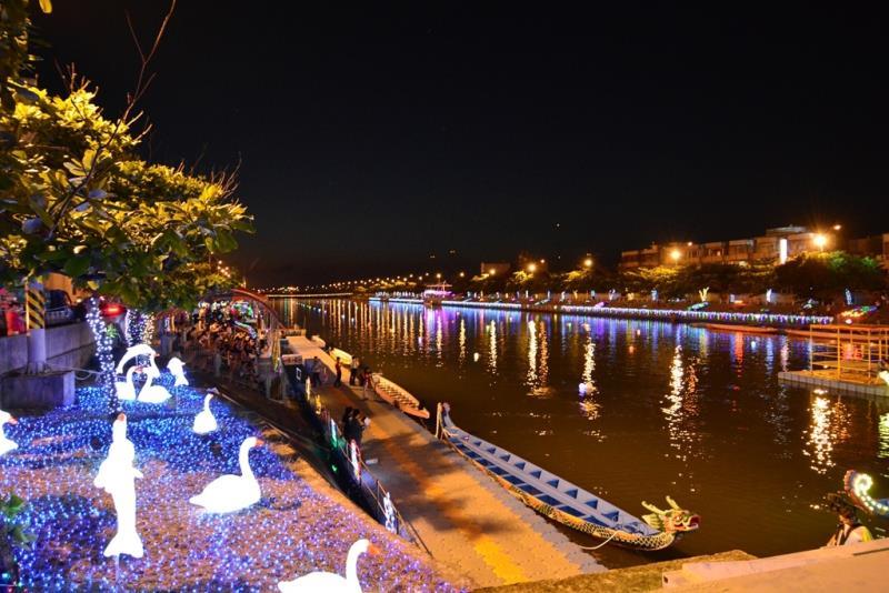 國際龍舟錦標賽夜間燈光點燈儀式-河岸絢麗LED燈  年度:2017  來源:彰化縣政府