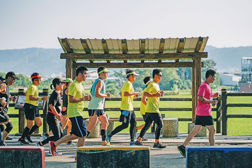 跑者與翻飛的稻浪一同奔馳  年度:2019  來源:彰化縣政府