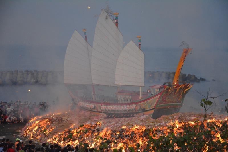燒王船  年度:2015  來源:屏東縣政府提供