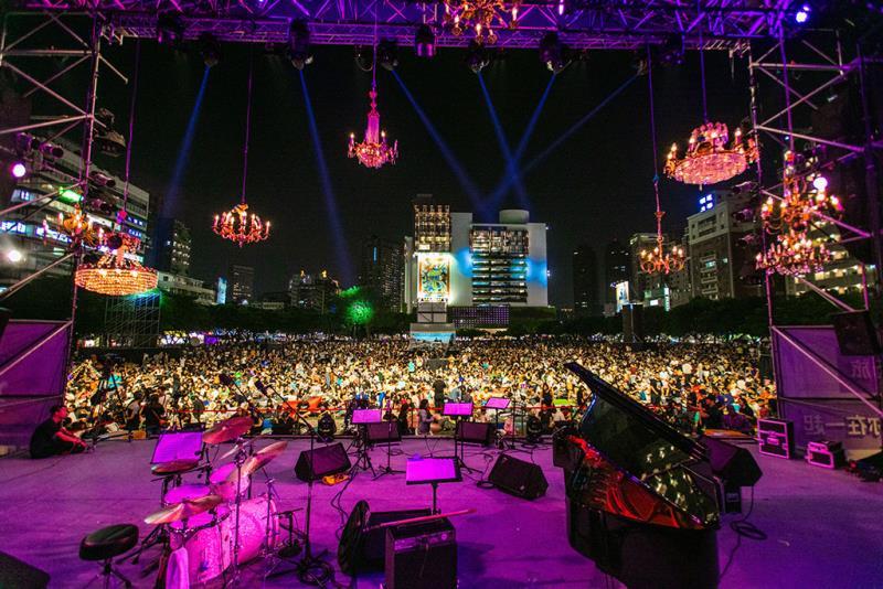 爵士音樂節開演前已聚集滿滿人潮  年度:2019  來源:臺中市政府