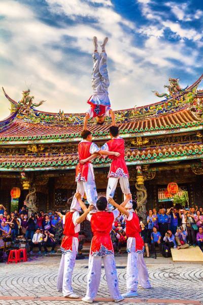 特技表演展現強勁的動作和張力,令圍觀者目不轉睛  年度:2017  作者:利勝章  來源:台北保安宮