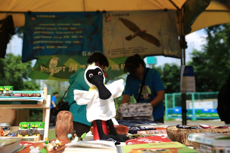 琳瑯滿目的鳥物文創市集  年度:2018  來源:社團法人台北市野鳥學會提供