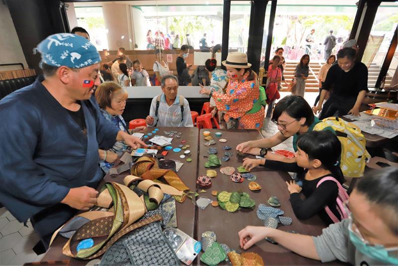 臺北溫泉季共有100多位來自日本及大陸姊妹溫泉的貴賓,帶來許多精彩的表演及手作體驗  年度:2018  來源:臺北市溫泉發展協會