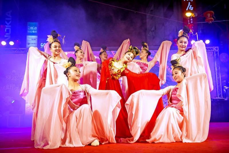 元宵晚會,由青年高中舞蹈團演出喜慶元宵