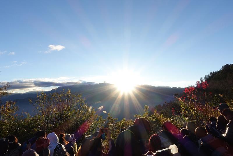 萬人迎曙光  來源:阿里山國家風景區管理處