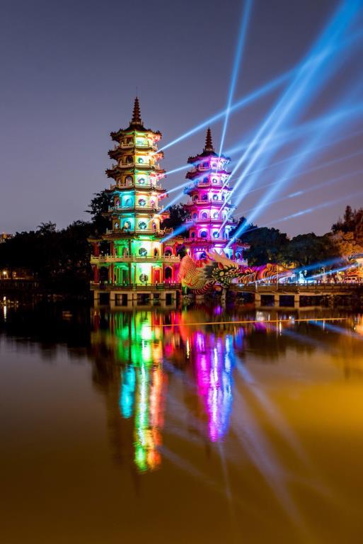 龍虎塔絢麗燈光展演  年度:2018  來源:高雄市政府民政局