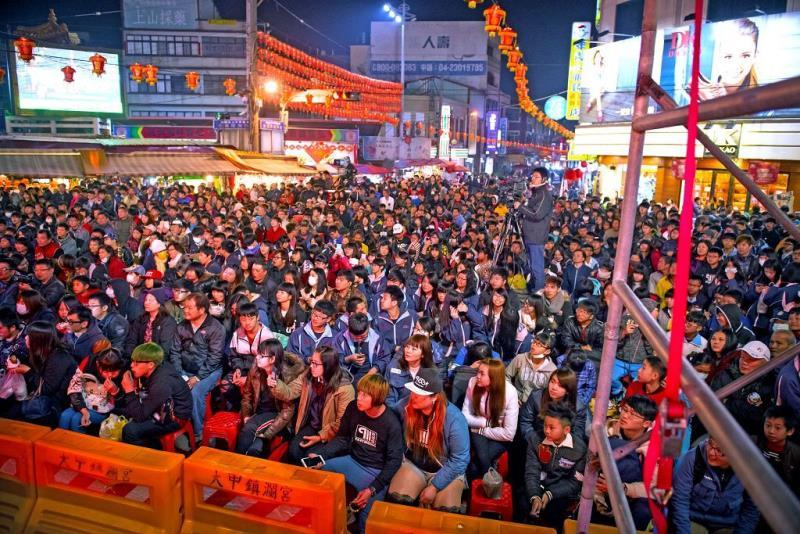 元宵晚會,吸引上萬民眾參與,歡度小過年