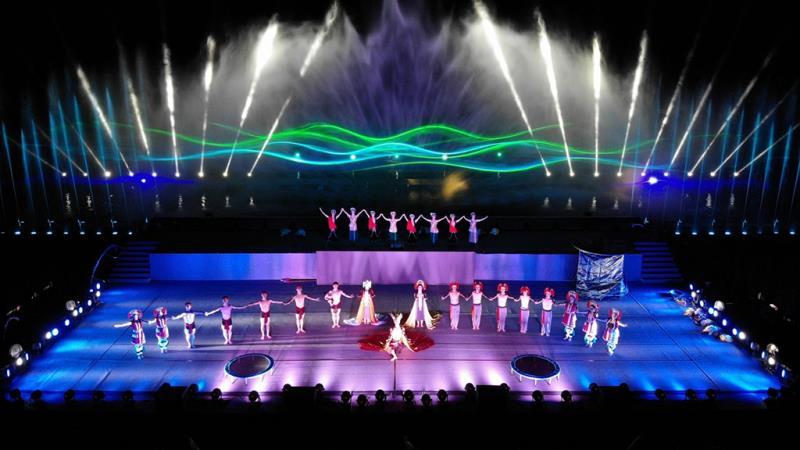 「2019 紅面鴨FUN 暑假-奇萊傳說IV」,高達25 公尺的水柱,搭配精彩豐富的3D 雷射燈光以及近百公尺的水舞空間。  來源:花蓮縣政府