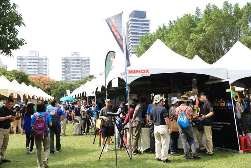 人潮滿滿的博覽會現場一隅  年度:2018  來源:社團法人台北市野鳥學會