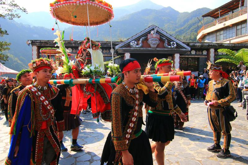 魯凱族新人抬轎  年度:2017  來源:茂林國家風景區管理處