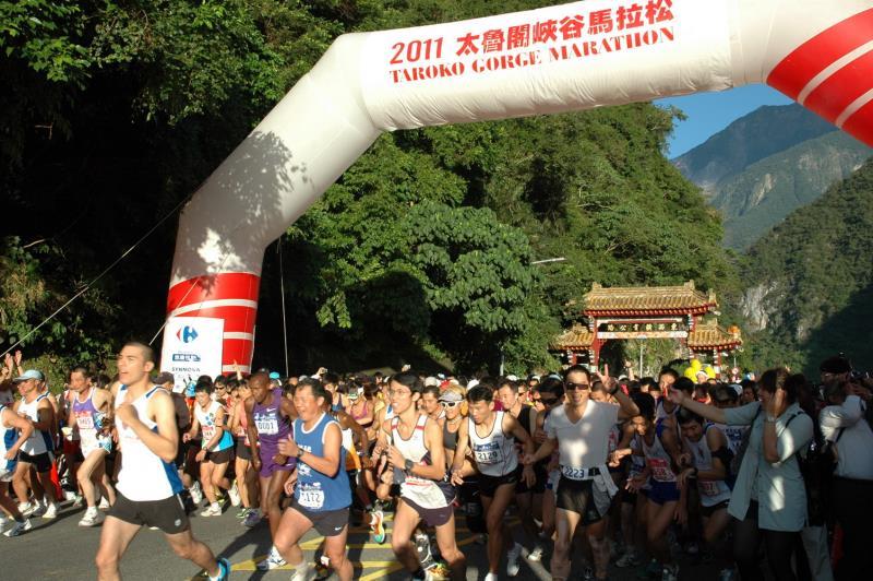 太魯閣馬拉松全馬半馬起跑  年度:2011