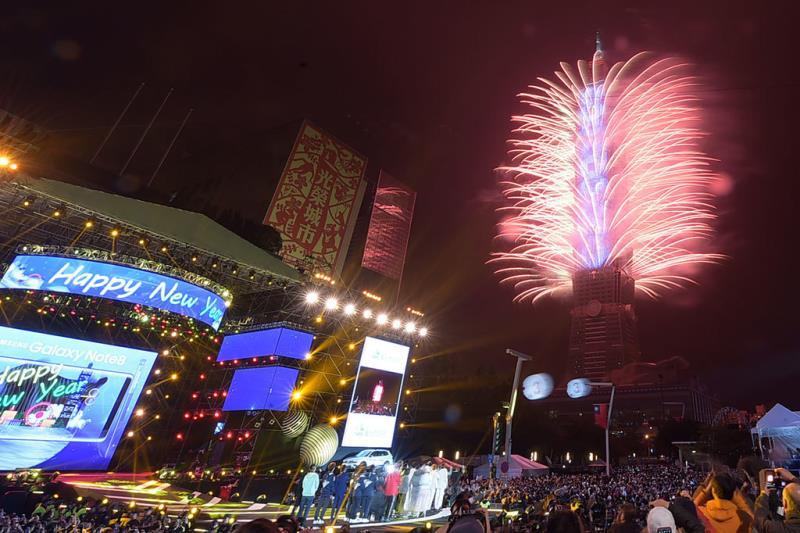 Taipei 101 Fireworks - Taipei City Hall