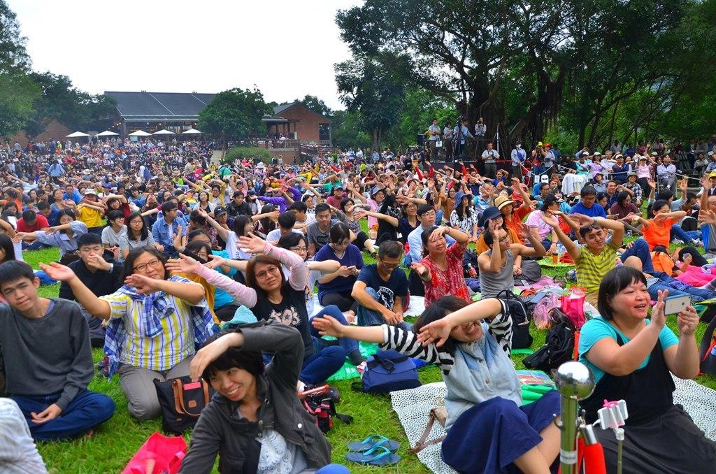 觀眾隨音樂揮舞-林茂耀攝  年度:2017  作者:林茂耀  來源:太魯閣國家公園管理處