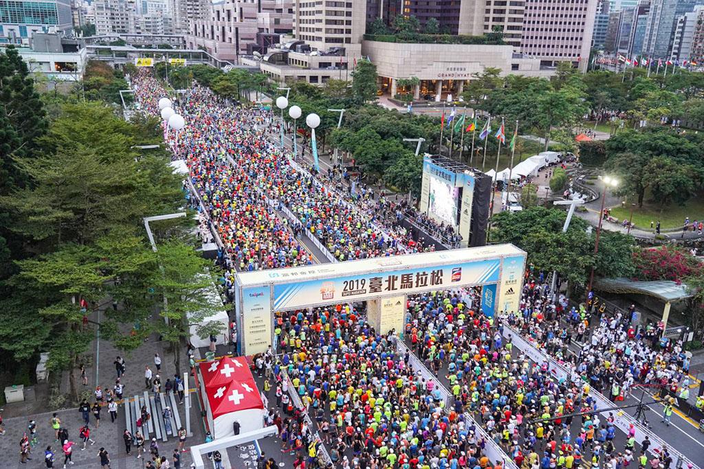 2萬8,000位選手盛大鳴槍起跑  年度:2019  來源:臺北市政府體育局