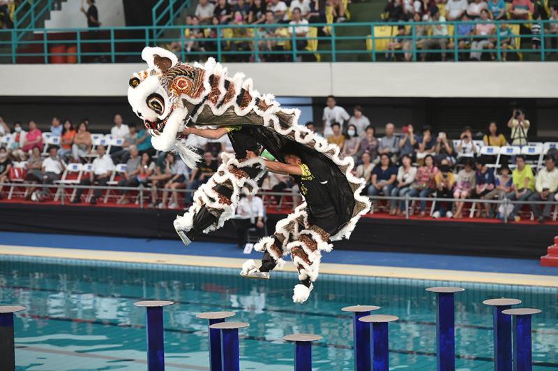 基隆長興呂師父龍獅團於高雄國際游泳池精彩水樁比賽實況