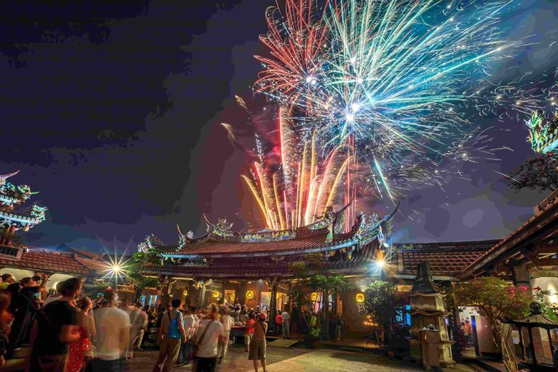 Fireworks  Período annual:2018  Fotografías:LIAO,FU-LIN  Origen de las fotografías:Taipei Baoan Temple