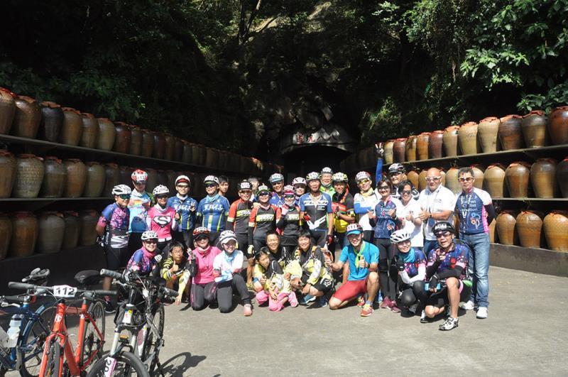 2017馬祖之壁自行車挑戰遊_八八坑道口合影