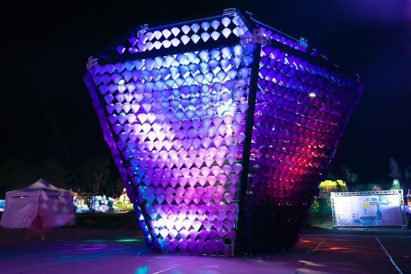 台灣燈會就愛放閃 3千「鑽石」閃閃發光~超好拍